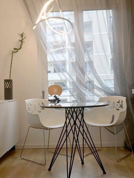 Wohnung in schwarz-weiß mit Akzent