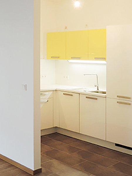 Corner kitchen with accent